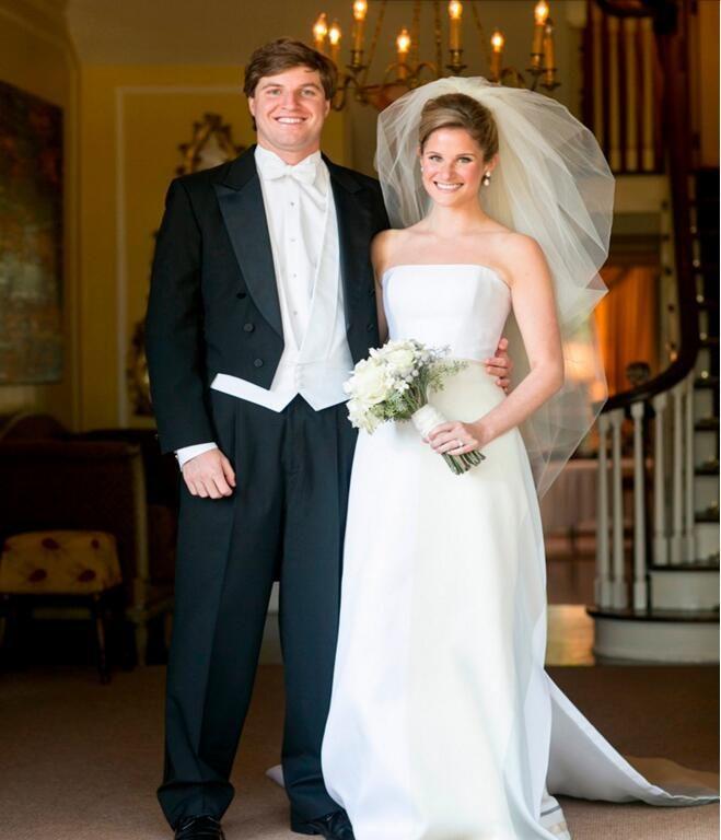 Yüksek Kalite erkekler takım elbise yakışıklı damat Takım Elbise Tailcoat yaka gömme takım elbise smokin Balo Smokin Suit (Ceket + pantolon + yelek)