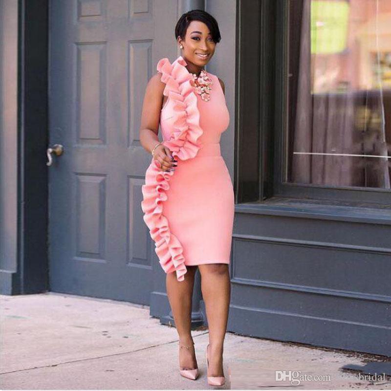 섹시한 사이드 프릴 핑크 파티 드레스 무릎 길이 숙녀 정식 착용 칼집 높은 목 지퍼 뒤로 칵테일 드레스 2017 짧은 이브닝 드레스