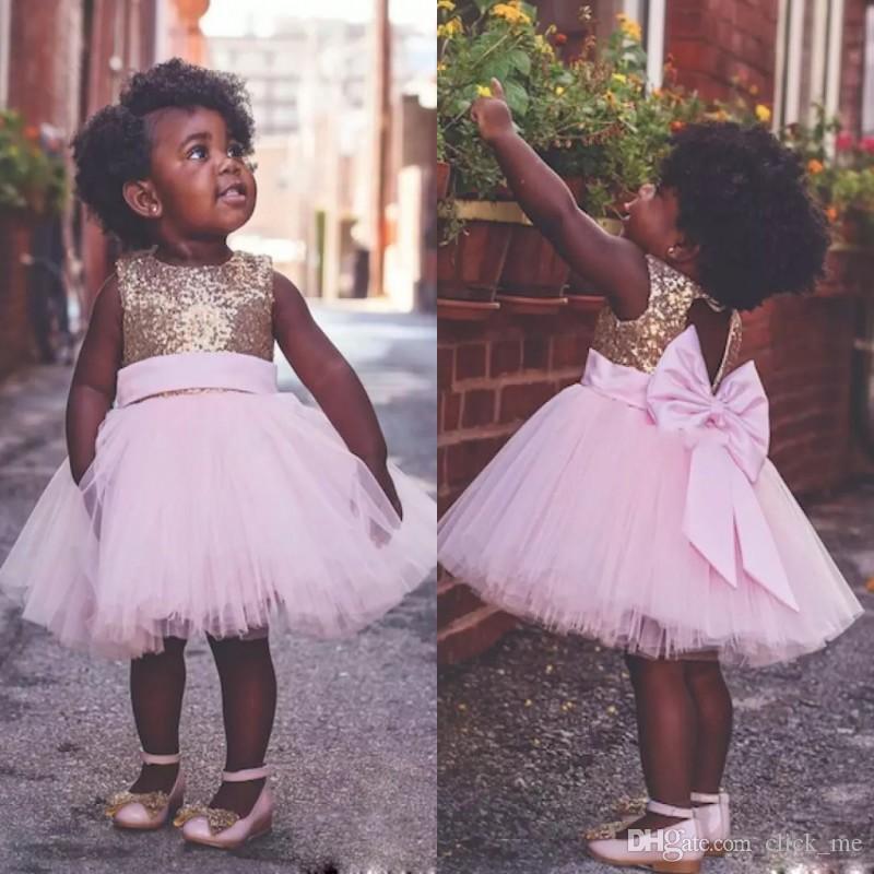 Diz Boyu Pembe Çiçek Kız Elbise Düğün İçin Aç Geri Büyük Yay küçük kızlar pageant elbise Payetli Üst Tül İlk Communion Elbise
