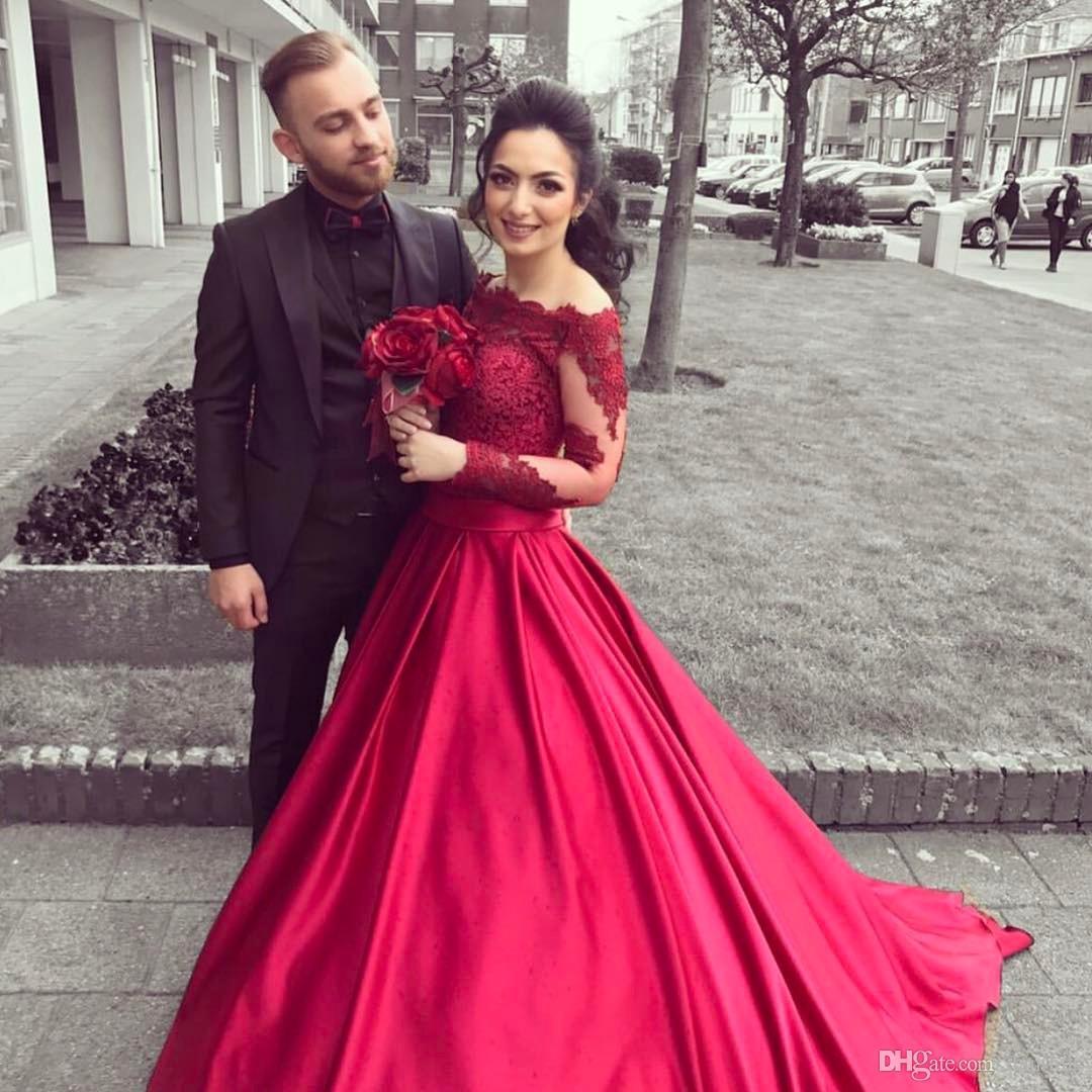 2018 bride Dresses new Red off the shoulder vintage wedding dress ...