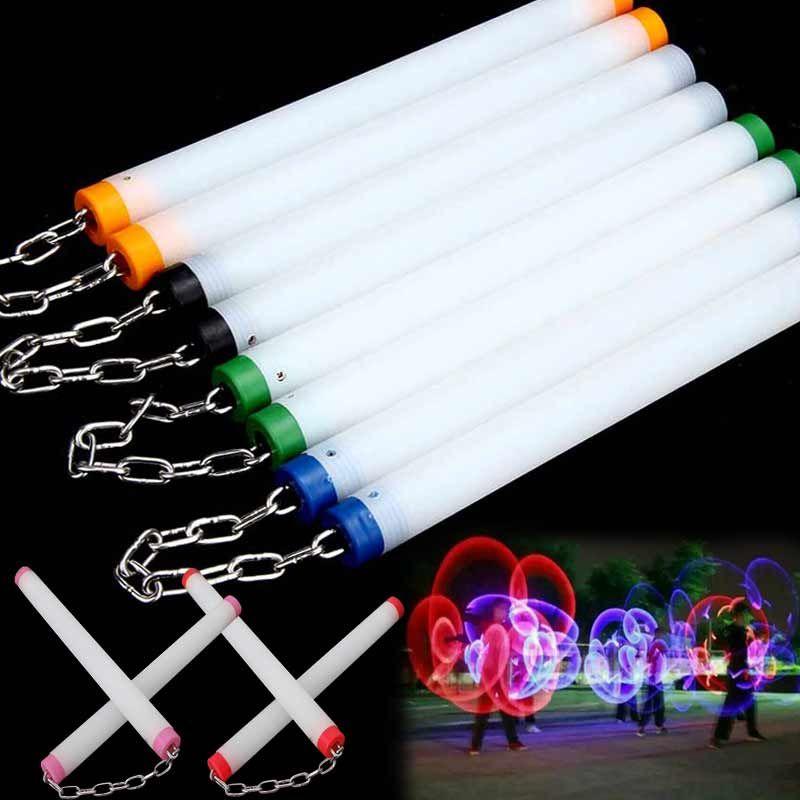 All'ingrosso- LED Light Nunchakus incandescente Fluorescente Performance Kongfu Nunchaku Sticks Light Up Toys 88 M09
