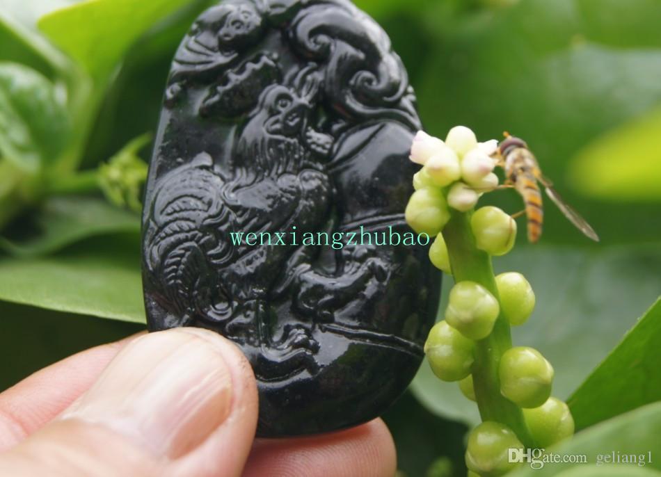 Handgeschnitzte natürliche dunkelgrüne Jade. Der ovale Retro-Hahn-Halskettenanhänger.