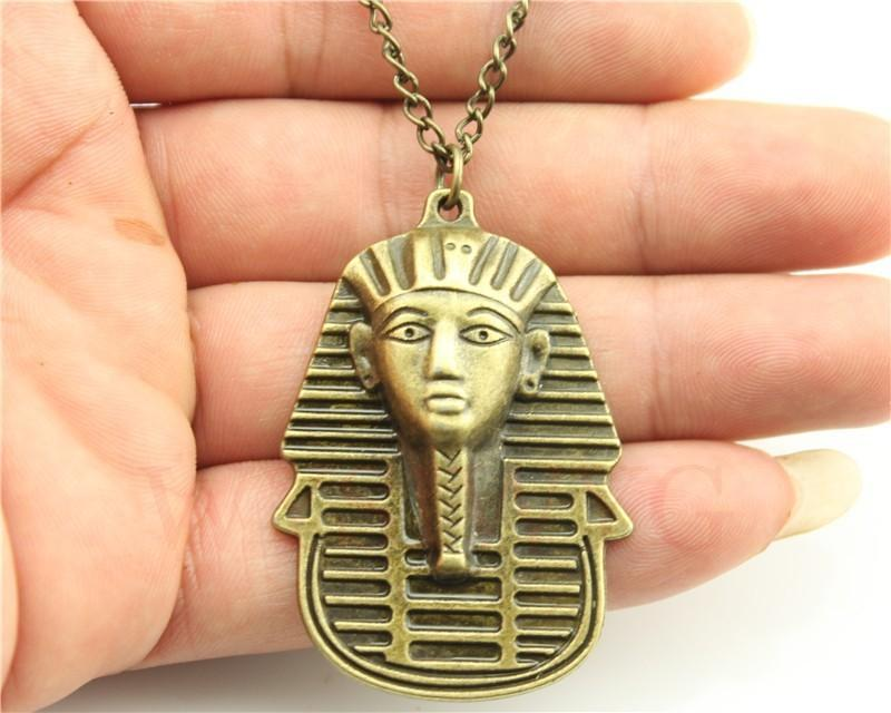 WYSIWYG vintage bronze antique couleur 50 * 35mm Egypte pendentif bonté collier, chaîne longue de 70cm