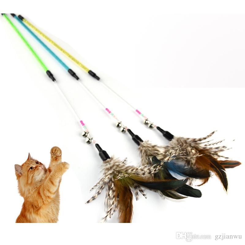 Бесплатная доставка Высочайшее качество Проволока + колокольчик Игрушка для домашних животных Симпатичный Дизайн птичье Перо Тизер Палочка Пластиковая Игрушка для кошек