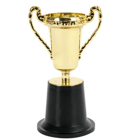 10PCS بالجملة، / الكثير البلاستيك الذهب الكأس الكأس، أطفال الرياضية medal.Winner medal.Educational الدعائم مكافأة، جميل الجوائز هدية لعب للأطفال
