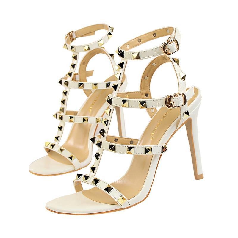 2019 إمرأة مصمم أحذية خفيفة المصارع الصنادل المرأة برشام أحذية أسود أحمر عارية الأبيض العلامة التجارية مثير المتطرفة عالية الكعب مضخات