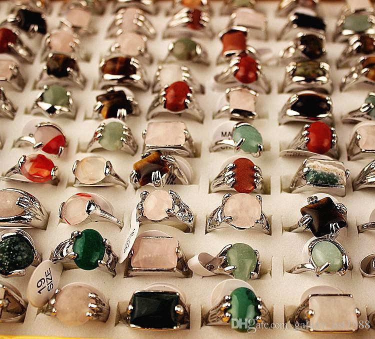 gli stili misti assortiti all'ingrosso 100pcs / box gli anelli di monili di pietra del metallo delle donne di modo brandnew di nuovo con una casella di visualizzazione