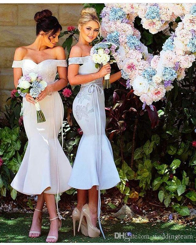 Aus der Schulter Meerjungfrau Brautjungfer Kleid Tee Länge Schatz Sleeveless Rüschen Hausträgereisen Kleid für Hochzeiten Concisem Kleid