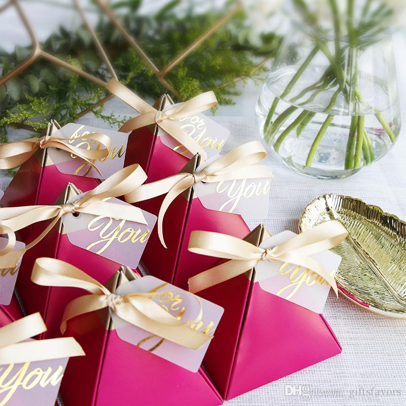 صندوق الحرة الشحن الكثير 50pcs أصحاب المثلث تصميم الأحمر صناديق الحلوى ورقة الشوكولاته التفاف صالح لتجارة الجملة حفل زفاف