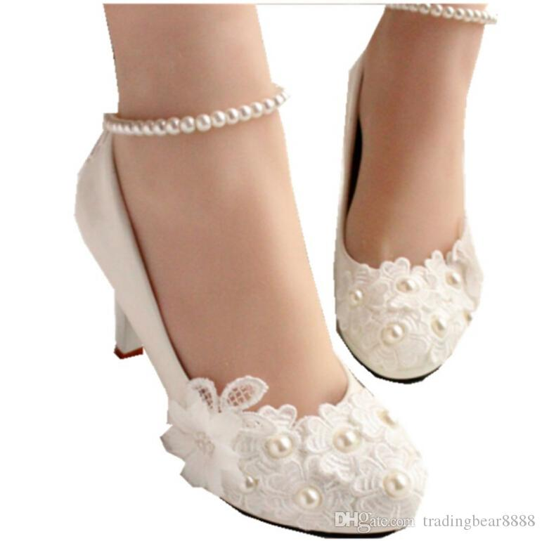 8b817ef388d2 Pearl belt wedding shoes Flat white bridesmaid shoes with low heel bride's  high-heeled shoes women taking pictures