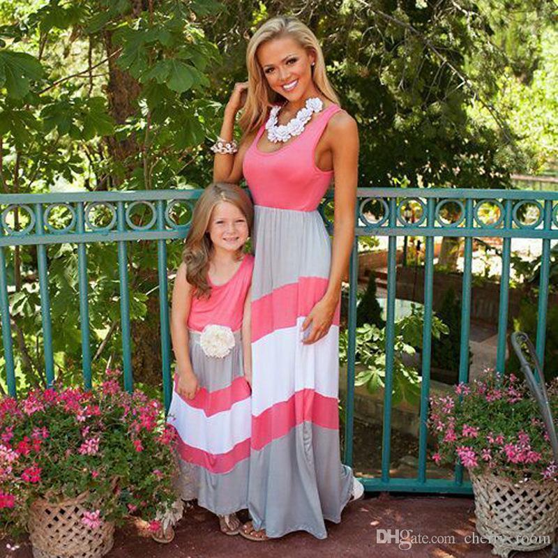 جديد الصيف الأم ابنة فساتين الأسرة نظرة الملابس أمي وابنتها اللباس نسج مخطط الطفل أمي اللباس الأم وأنا الملابس A7215