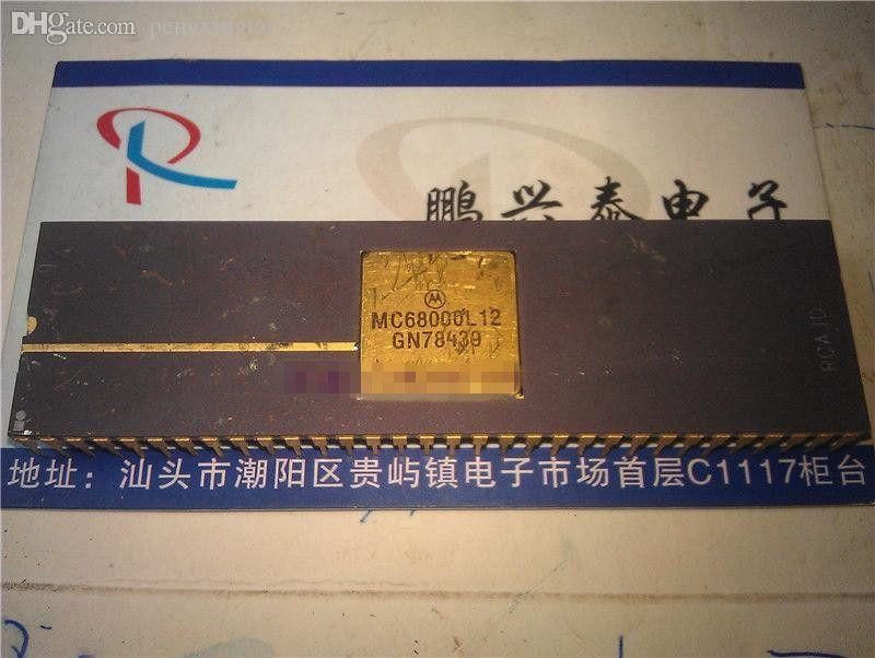 MC68000L12 . MC68000L8 , MC68000L Gold dual in-line 64 pins ceramic package. 68000 Vintage 16-bit microprocessor collection/Gold old cpu ICs