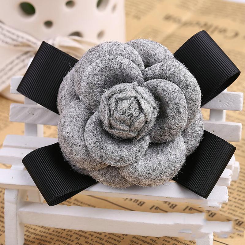 Vente en gros- Mode Femmes Faux Laine Tissu Camélia Fleur Bowknot Broches Handmade Costume Accessoires Big Broches pour les dames