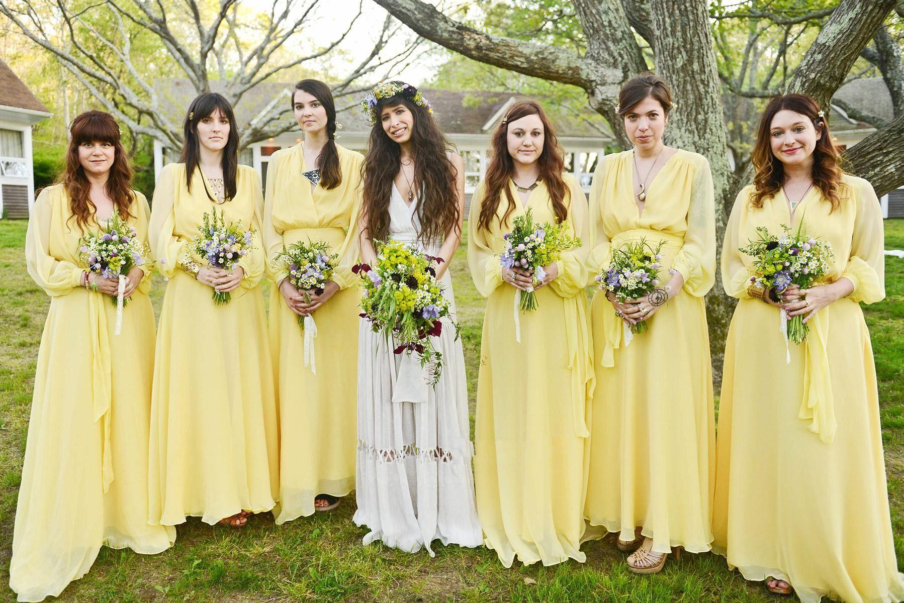 Großhandel Gelb V Ausschnitt Lange Brautjungfer Kleider Langarm Trauzeugin  Kleid Vestido Madrinha Falten Lange Abendkleider Kleider Brautjungfer Kleid