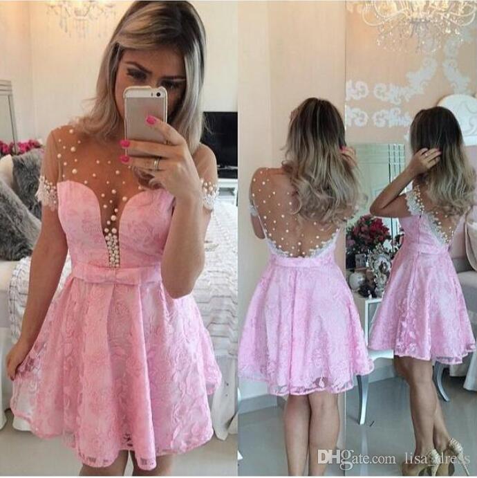 Vestido Para Festa Vestido Rosa Formato Formatura Curto Vestido Homecoming Tripulação Pescoço Pérolas Mangas Curtas Apliques De Renda Ver Através De