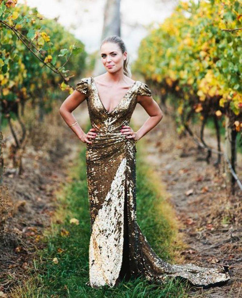 Großhandel Gold Sequins Kurzarm Brautkleider V-Ausschnitt Split ...