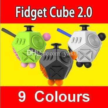 Descompressão Brinquedo, atacado Levantando fundos para Fidget Cube: Um Brinquedo De Mesa de Vinil, brinquedo de mesa de alta qualidade projetado, cubo de Resistência, dhl frete Grátis
