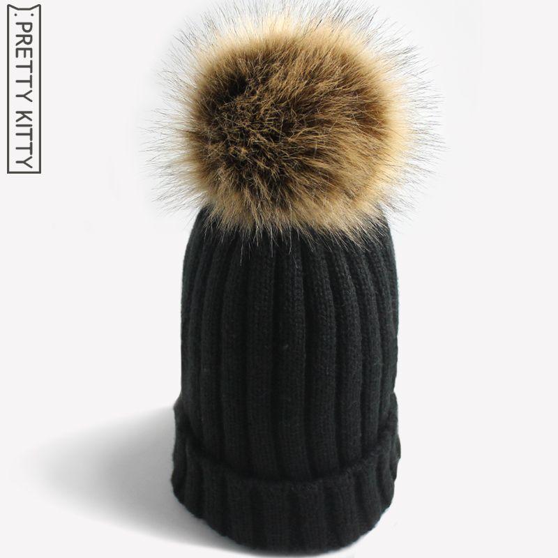 Venta al por mayor- PRETTY KITTY 2017 Sombrero de invierno cálido de Pompones de piel sintética hecha por el hombre para gorro de punto de niña de mujer