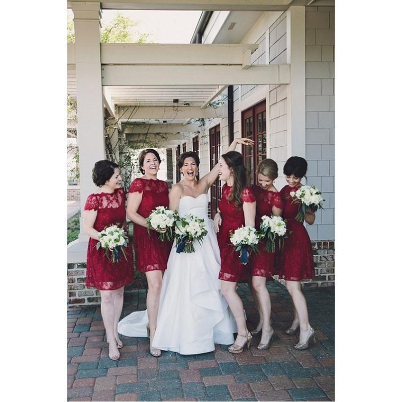 Короткие платья невесты Бургундии кружева Cap рукава 2017 A-line Sheer Maid Of Honor Gowns Vestidos Damas De Honor Cortos