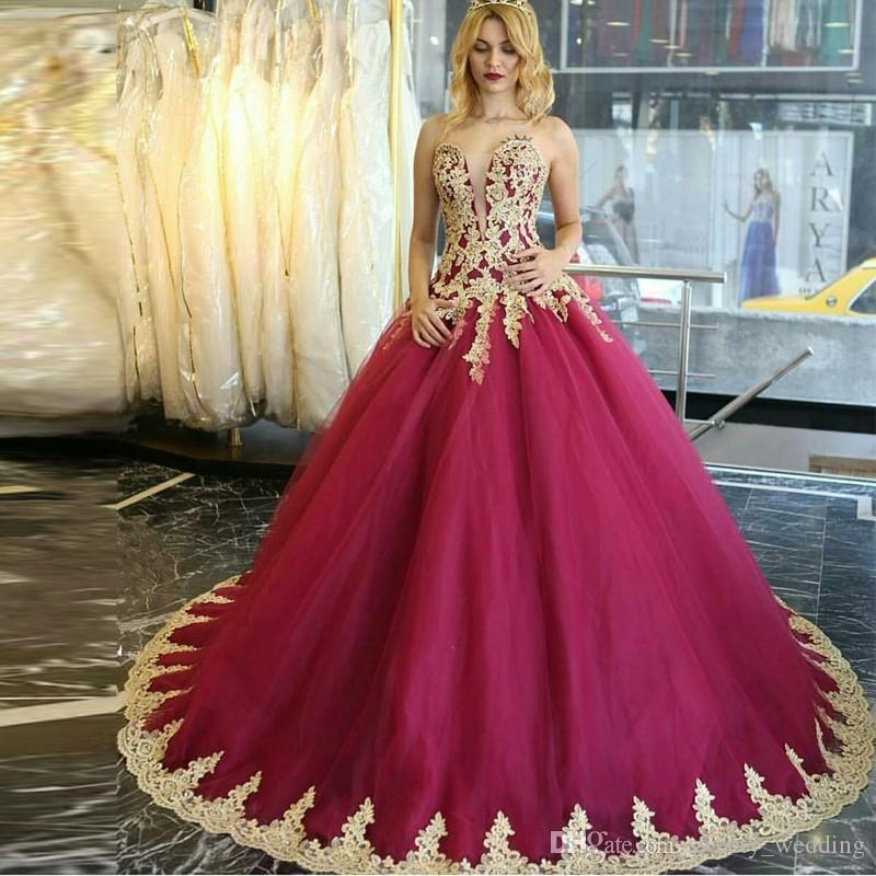 Modest Burgundy Tulle Prom Quinceanera Dresses 2017 Plunging Neckline Sweet 16 Quinceanera Ball Gowns with Gold Appliques Vestidos de 15 an