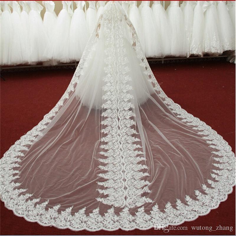 2017 neue Luxus-Hochzeitsschleier mit Kathedrale-Zug Applizierte Kante Weiß / Elfenbein Hochzeits-Accessoires Hochzeitskleid Lange Bridal-Schleier