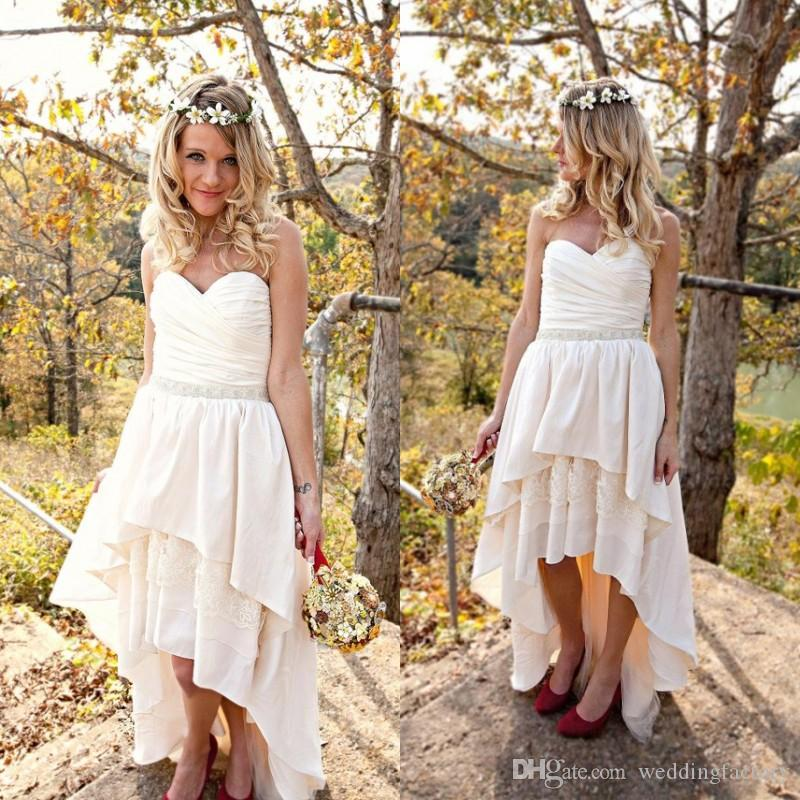 Country High Low Wedding Dresses Sweetheart Ruched Sleeveless Layers Tiered Skirt Short Beach Wedding Dress Hi Lo Bridal Gowns Sash