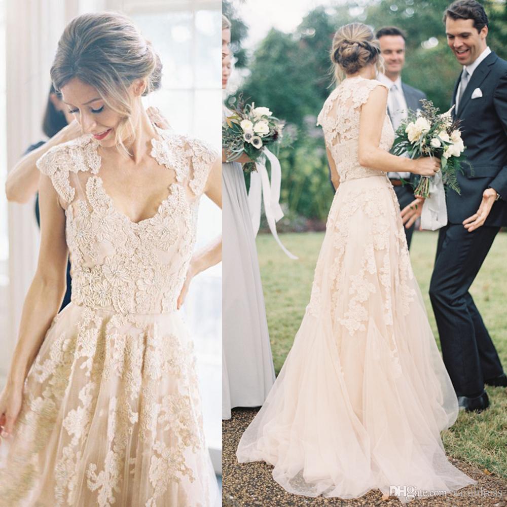 V 목 전체 레이스 아플리케 블러쉬 샴페인 긴 스윕 기차 Reem Acra 공식 신부 가운 저렴한 국가 라인 웨딩 드레스