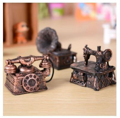 Um popular moda artesanato boutique caixa de música resina decoração para enviar sua namorada um presente de aniversário