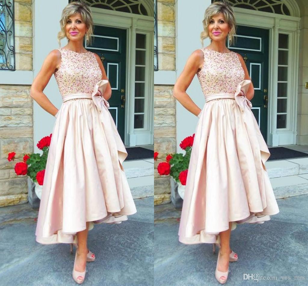 2020 Cheap mãe do vintage dos vestidos de noiva Jewel Neck cristal frisado Alta Baixa Comprimento Rosa Plus Size Convidado de Casamento Vestido Vestido Mãe