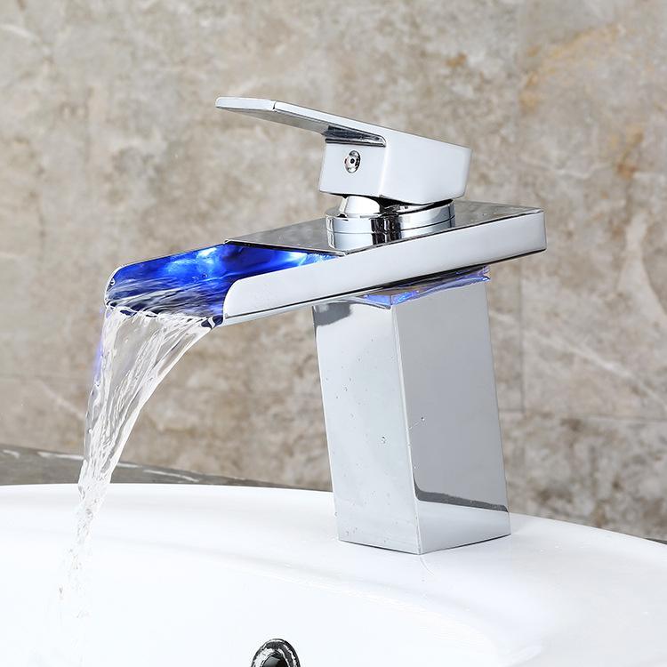 LED-Licht Glas Wasserfall Waschbecken Wasserhahn für Badezimmer Torneira Led Chrom-Finish Bunte Deck montiert Waschbecken Mischbatterie