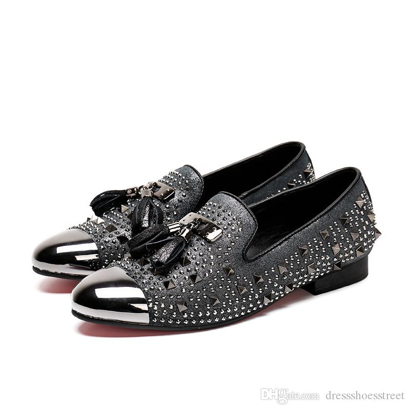 Style Men Party Wedding Mocassini con nappine Scamosciati Rivet Men Dress Shoes Plus Size Smoking Slippers Male Flats