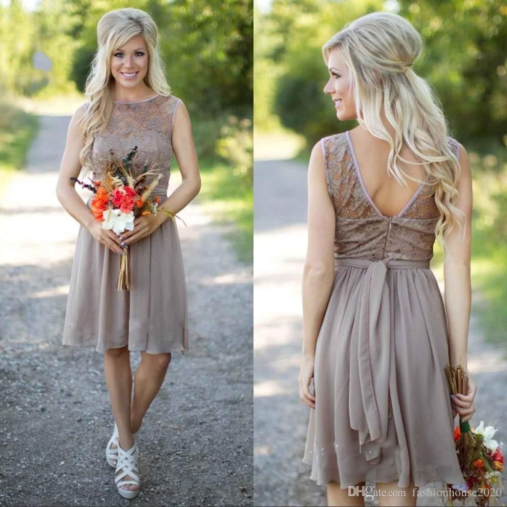 2020 Gri Şifon Kısa Ülke Gelinlik Modelleri Plus Size Honer törenlerinde ait Dantel Nedime Elbise Ucuz Wedding Guest Elbise Beach Hizmetçi