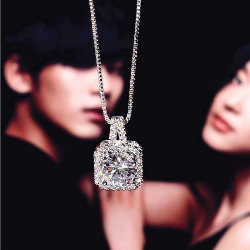 925 Sterling Silber Vier quadratische Zirkon Diamant-Anhängerkette von Clavicle Weibliche Mode Halskette 18K verdient es, die Rolle der Halskette zu handeln