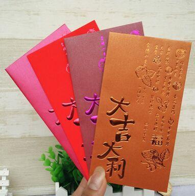boda del año nuevo chino sobre rojo sobre rojo sobre el dinero de regalo nuevo año