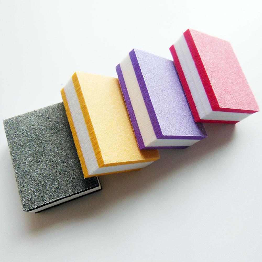 Al por mayor-50 piezas de color al azar mini bloque de tampón de uñas bloque de esponja archivo de uñas desechable 100/180 mini herramienta de manicura de archivo de tampón de uñas