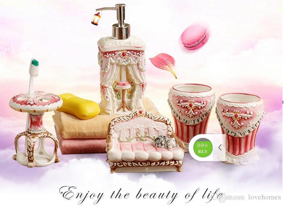 세라믹 욕실 액세서리 우아한 5 개 욕실 세트 1 비누 병 + 1 비누 접시 + 1 칫솔 홀더 + 2 컵 핑크 색상