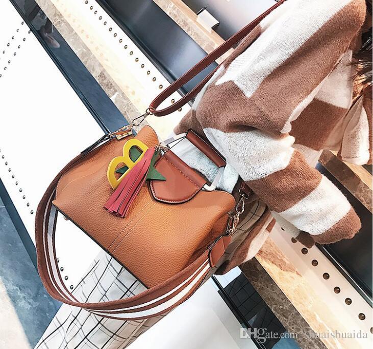 PU. Small.Handbags.cross Body.Shoulder Big. Rahat kadın rengini çarpmak. Çantalar. Püsküller. El çantası. 2017. Yumuşak. Moda çantası Çantalar. Emudp