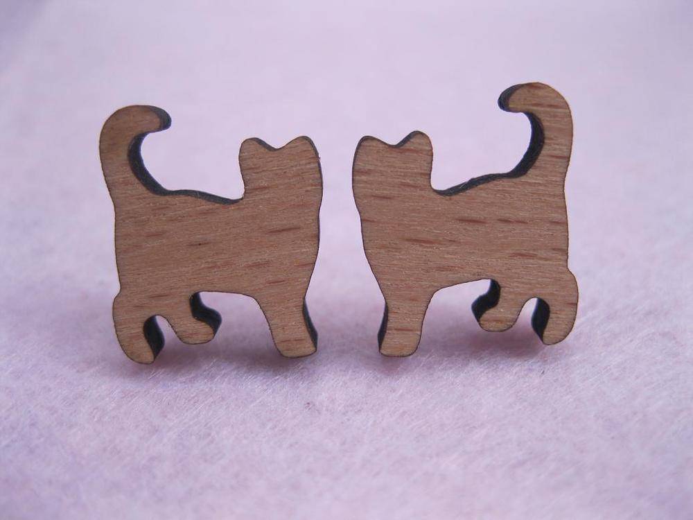 nuovo arrivo all'ingrosso gioielli in legno materiale classico design gatto orecchini a bottone