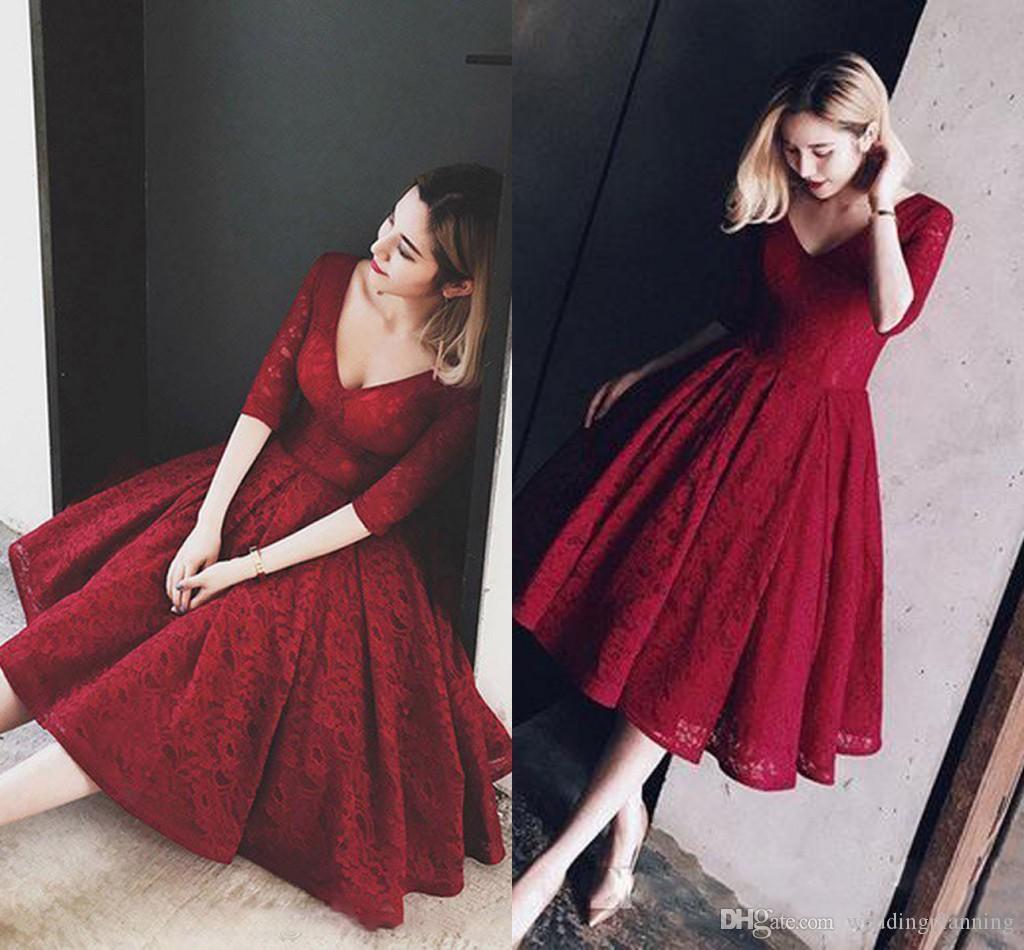 Vestido de noche corto de encaje completo rojo oscuro con mangas Una línea de longitud de té Vestidos de novia vintage Vestidos de fiesta de fiesta de graduación en la playa de los años 50 2018
