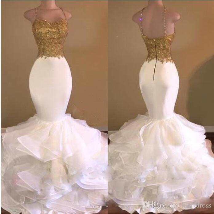 Sexy Straps Weiß Meerjungfrau Gold Appliqued Pailletten Prom Kleider 2017 Sparkly Organza Rüschen Sweep Zug Abend Party Kleider Arabisch Promi