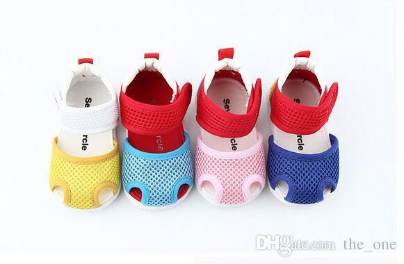 2017 al por mayor coloridos zapatos de paseo para bebés para bebés resistentes al desgaste de los zapatos 0 ~ 3 años de primavera y otoño zapatos de niño suave