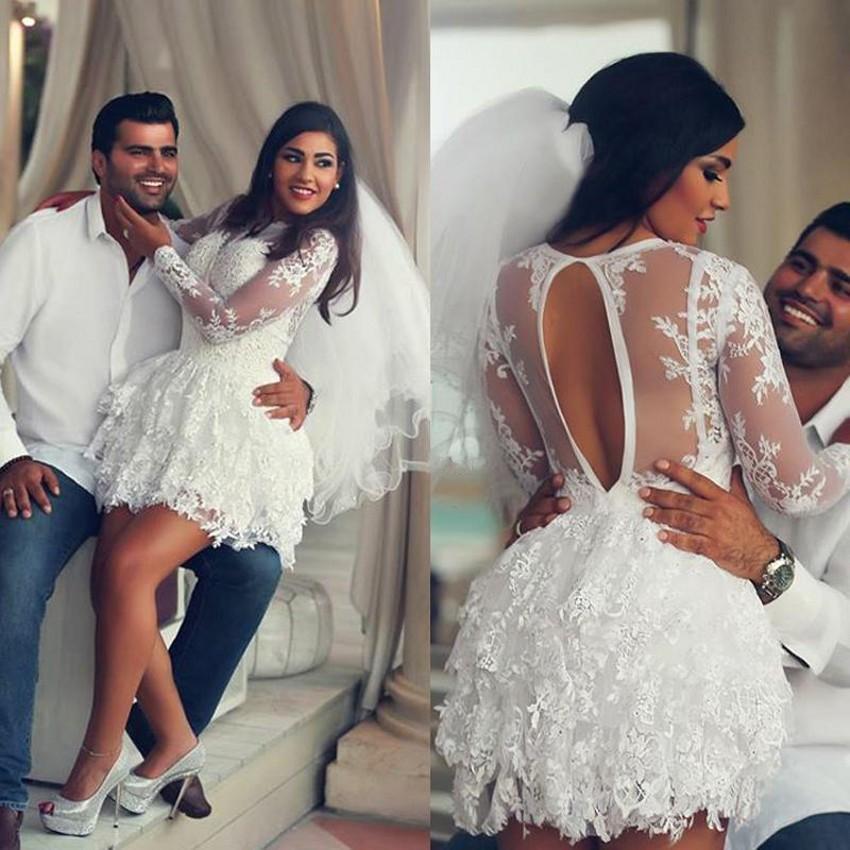 Abiti da sposa corti 2018 Pizzo bianco con maniche lunghe Moda Sexy Open Back Abiti da sposa Beach Style Sheer Dress For Brides