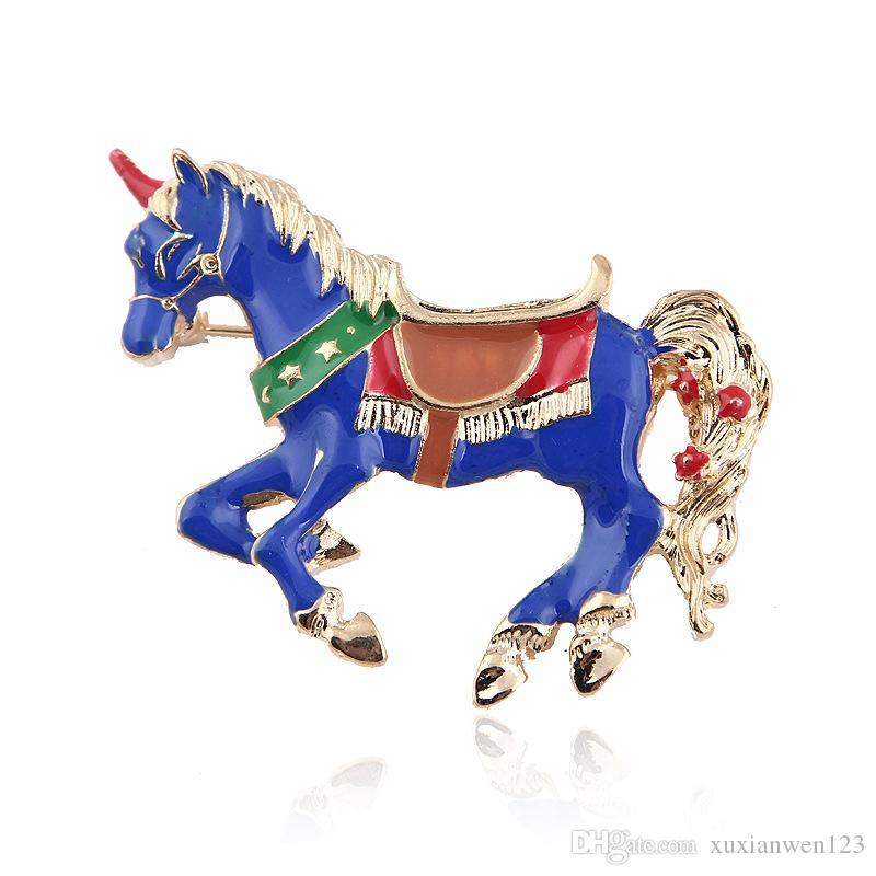 SıCAK Farklı Güzel Renkli at Broş hayvan pimleri Altın Renk Emaye Dekorasyon Aksesuarları Gömlek Korsaj Hatıra Tatil Hediye