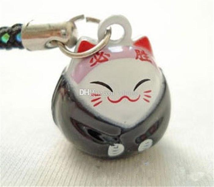 الجملة 50pcs النمط الكلاسيكي الأسود (السلامة) Maneki Neko Lucky Cat Bell الهاتف الخليوي الجوال سحر الشريط 0.6 في