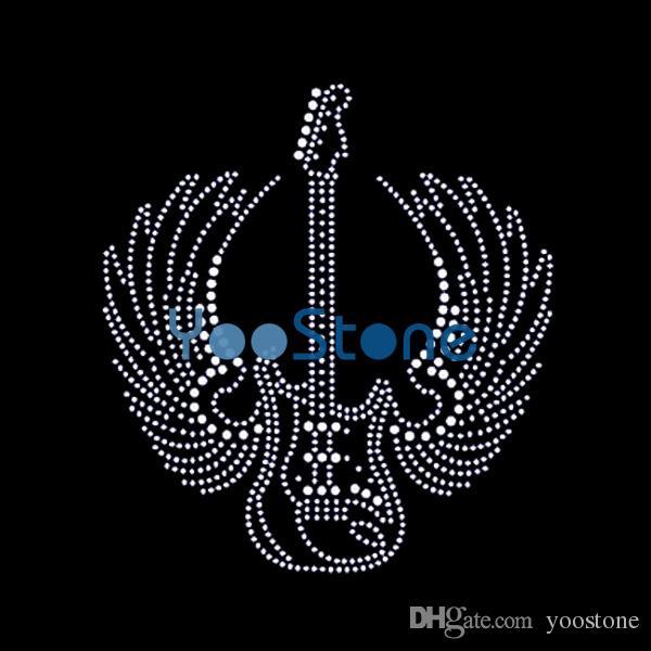 Più nuovo disegno strass cuore chitarra strass trasferimento ferro sul motivo hot fix per magliette