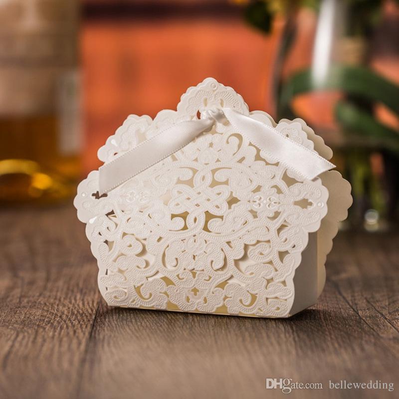Düğün Iyilik Sahipleri Şeker / Çikolata Çanta Lazer Kesim Beyaz Kağıt Kurdele Ile Düğün Hediye Kutuları BW-FH0010