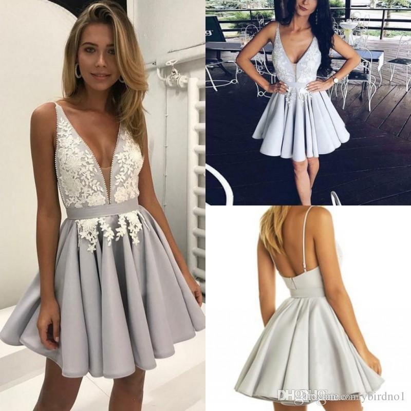 Vestido Social Vestidos Homecoming árabe De Prata Lindo Com Laço Branco Vestidos De Formatura Curto V Neck Profundo A Linha De Casamento Vestido De
