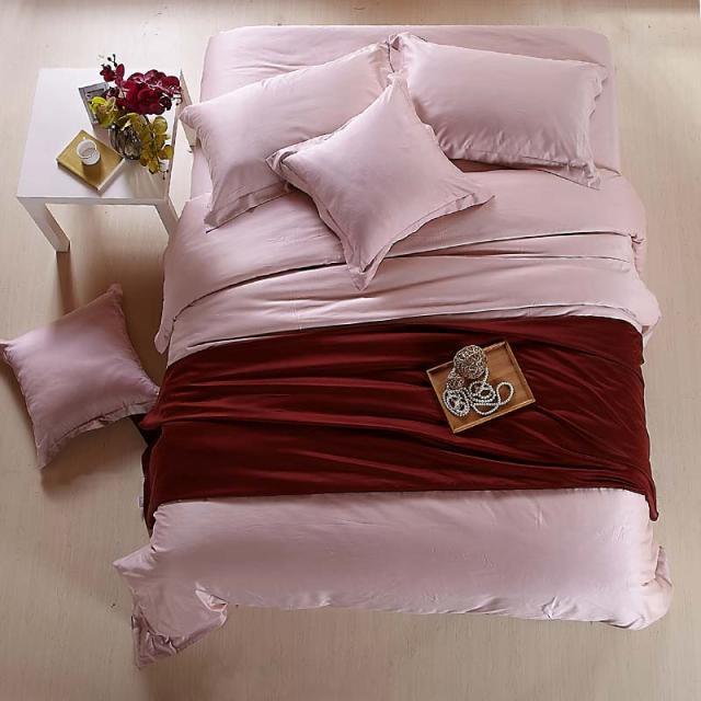 Bir torba sayfasında Lüks pembe gri nevresim takımları kraliçe kral nevresim çift çarşaf yorgan yorgan çarşaf yatak örtüleri