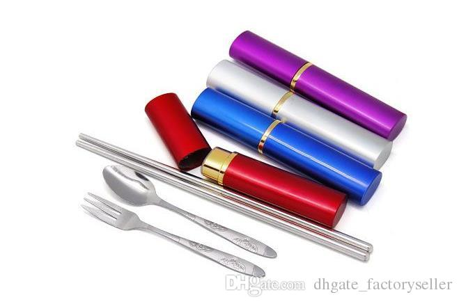 Caldo!!! Stoviglie da viaggio portatili Utensili da tre pezzi in acciaio inossidabile (bacchette, forchette e cucchiaio) Stoviglie a forma di penna Stoviglie da campeggio