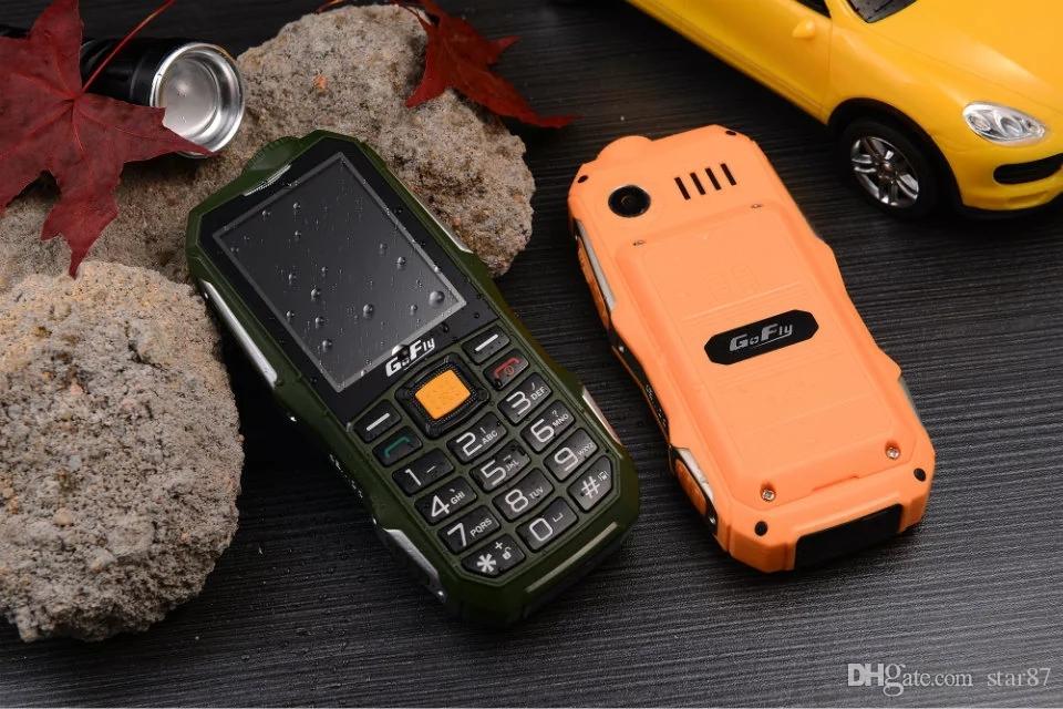 Desbloqueado barato linterna LED a prueba de polvo teléfono móvil Dual sim tarjeta botón grande largo espera para hombre al aire libre teclado ruso teléfono celular
